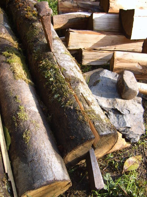 How To Split Lengths Of Untreated Round Wood For Making